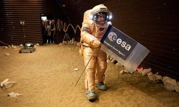 Mars500 Crew 'Lands' on Mars, Begins Spacewalking the Martian Surface