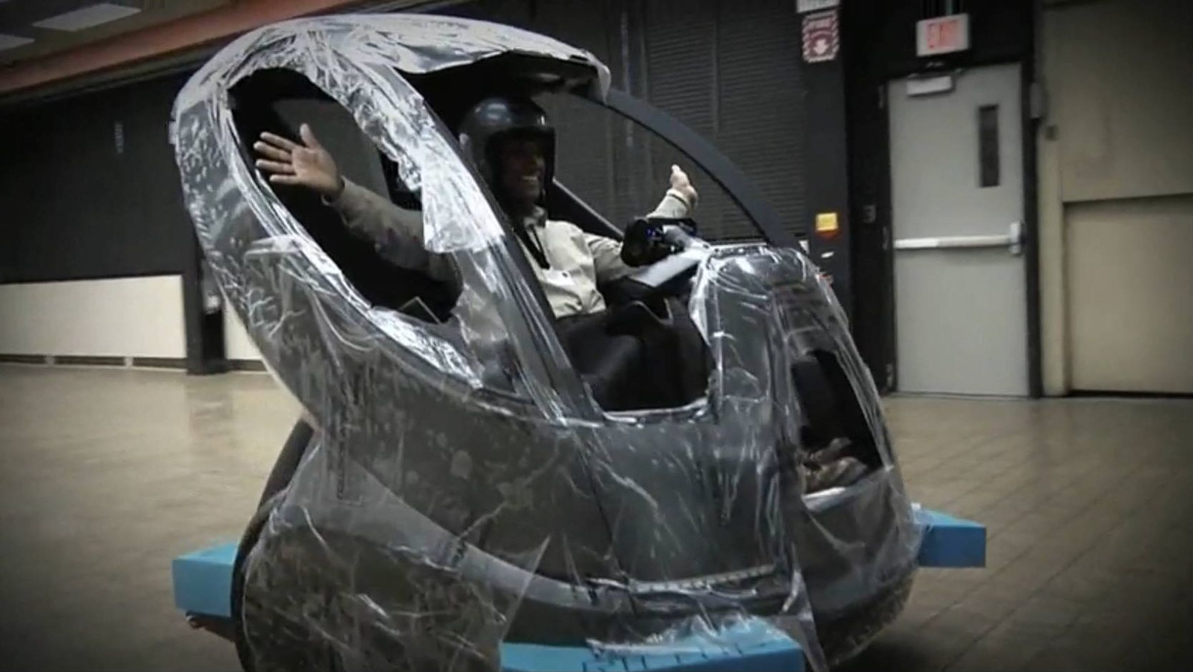 Video: GM Goes Hands-Off With EN-V Robotic Pod Car