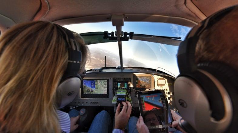 Watch An iPad Land An Airplane [Exclusive]