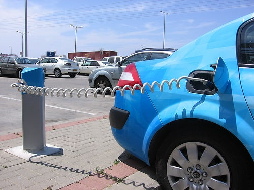 Future Electric Cars Could Earn Money for Owners While Sitting Still