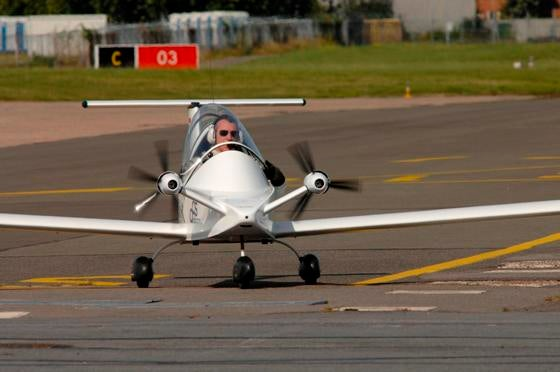 Video: Electric Version of Tiniest Manned Plane Ever Takes to the Skies