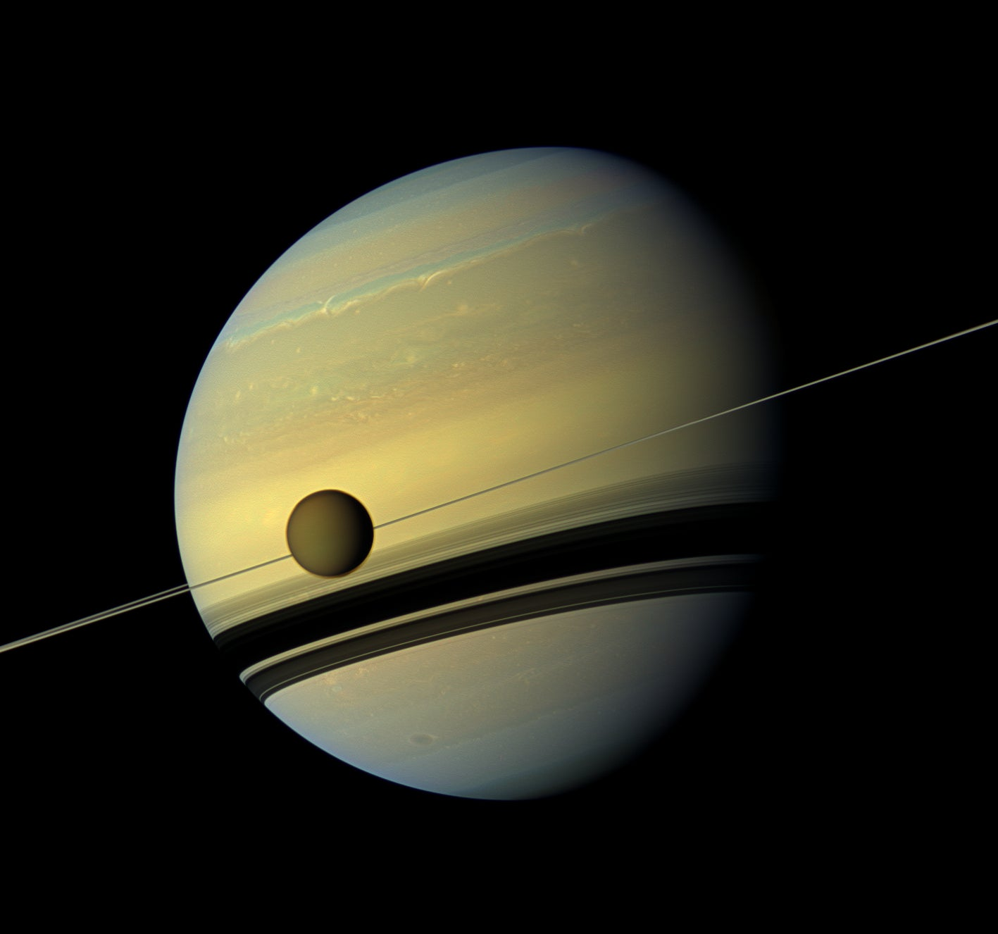 Cassini Beams Back Stunning Images of Seasons Changing on Saturn