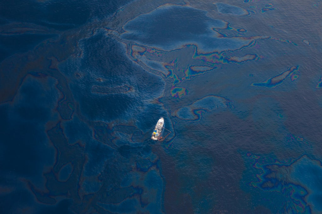 To Clean Up Oil Spills, Magnetize The Oil First