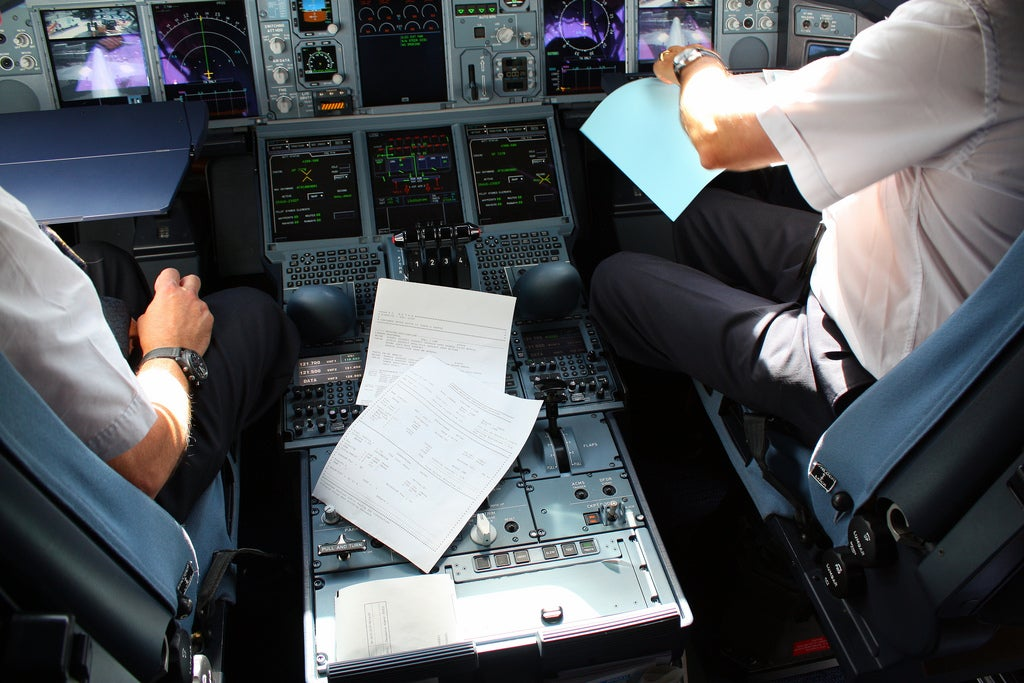 iPad Flight Manuals Coming to a Paperless Cockpit Near You