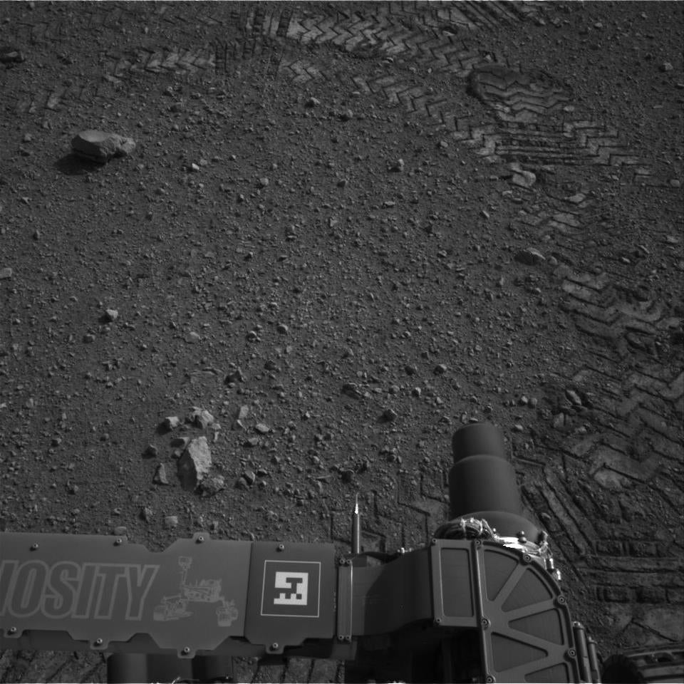 Mars Rover Curiosity Successfully Makes Its First Test-Drive