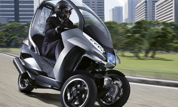 Riding in the Rain: Peugeot HYmotion3 Compressor Concept