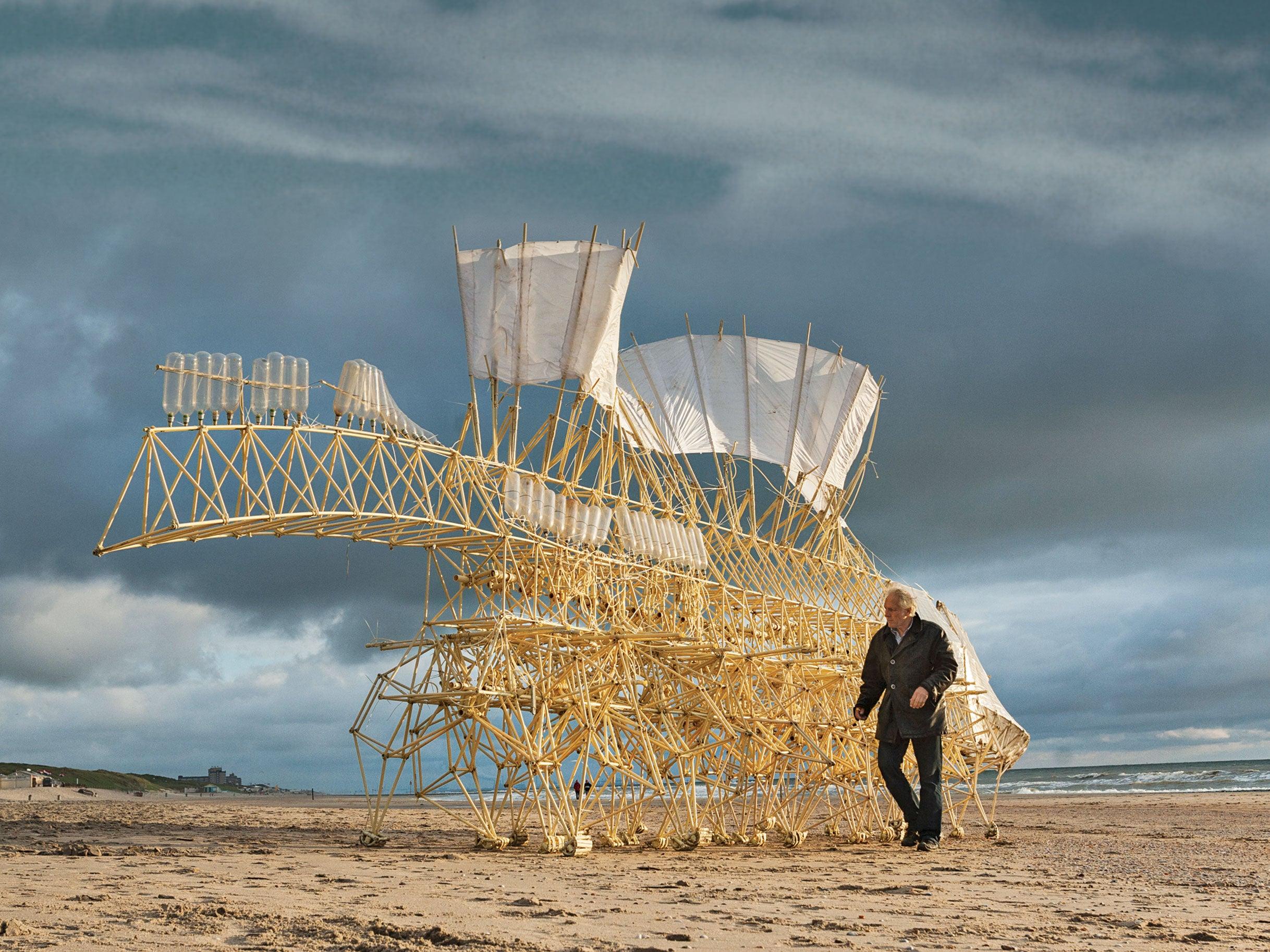 'Living' Strandbeest Sculptures Tour U.S. Museums