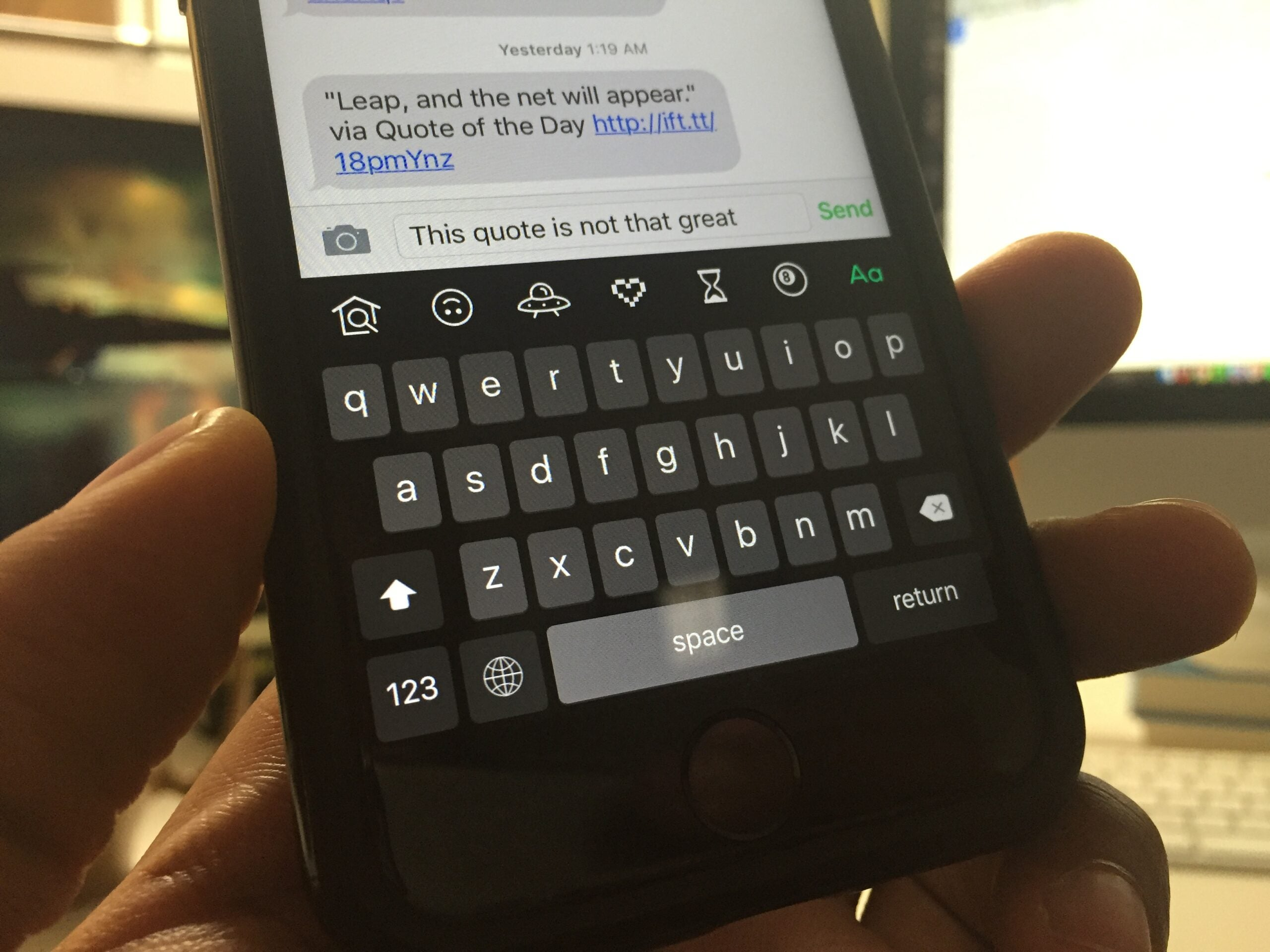 Giphy's Official iOS Keyboard Gets GIF-ing Right