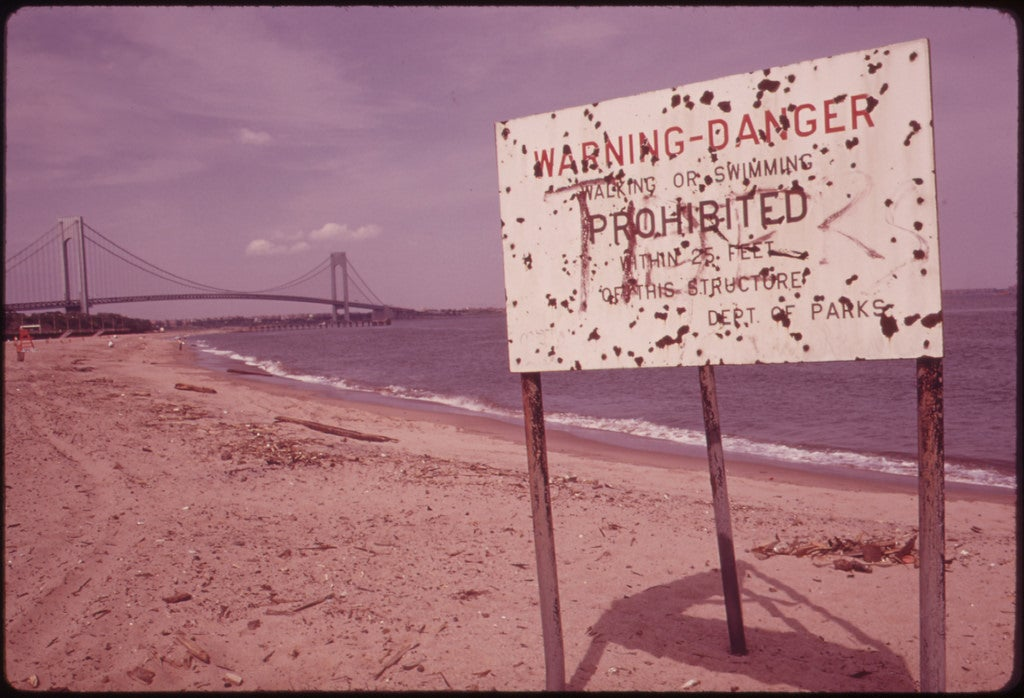 beach pollution sign