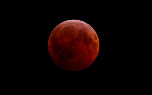 Time-Lapse Video: Last Night's Winter Solstice Lunar Eclipse