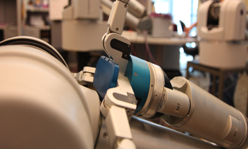 Robot Learns To Grab Objects By Asking The Internet