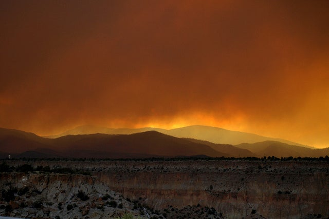 New Mexico Wildfires Threaten Los Alamos Labs, America's Nuclear Research Hub