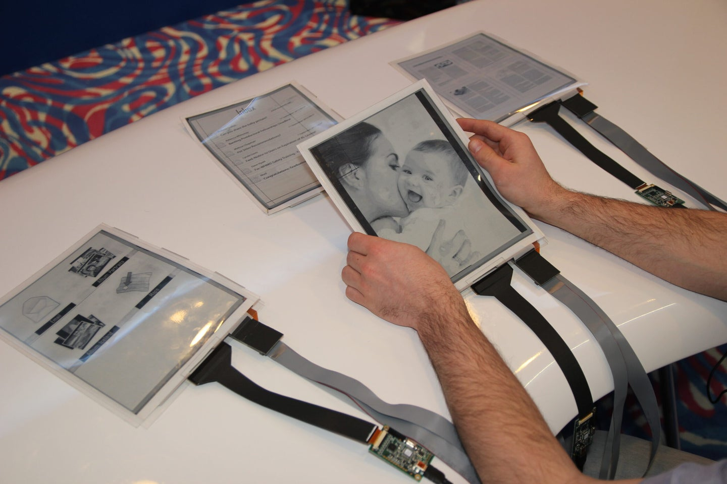Flexible, Paper-Like Tablet Computers Work Together To Make Computing More Like Shuffling Papers