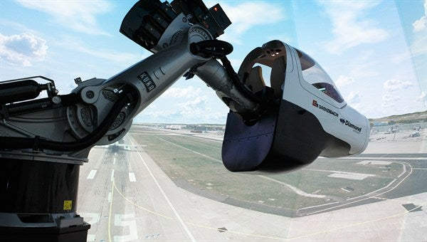 This Robotic Flight Simulator Is A New Tool For Training Pilots