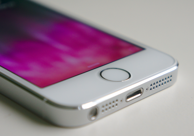 Apple Denies Reports That It Is Working On Wireless Service