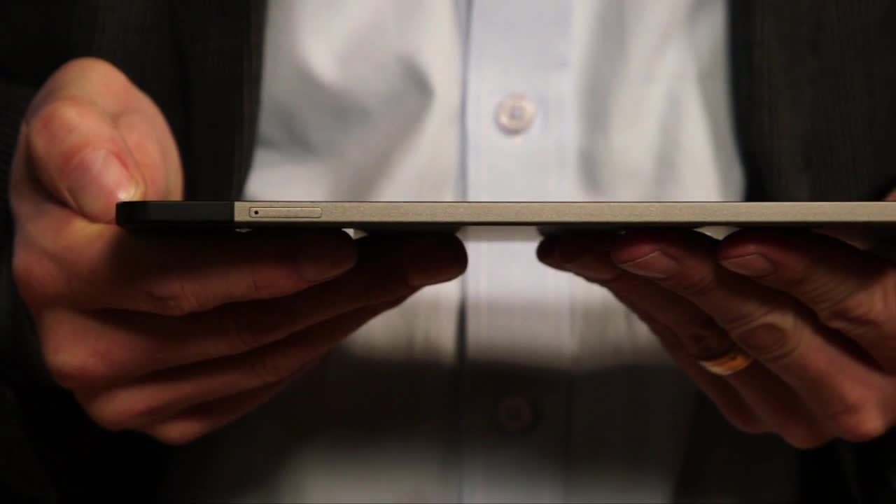 CES 2015: Dell Venue 8 7000 Series Tablet Is Half The Width Of A CD Case [Video]