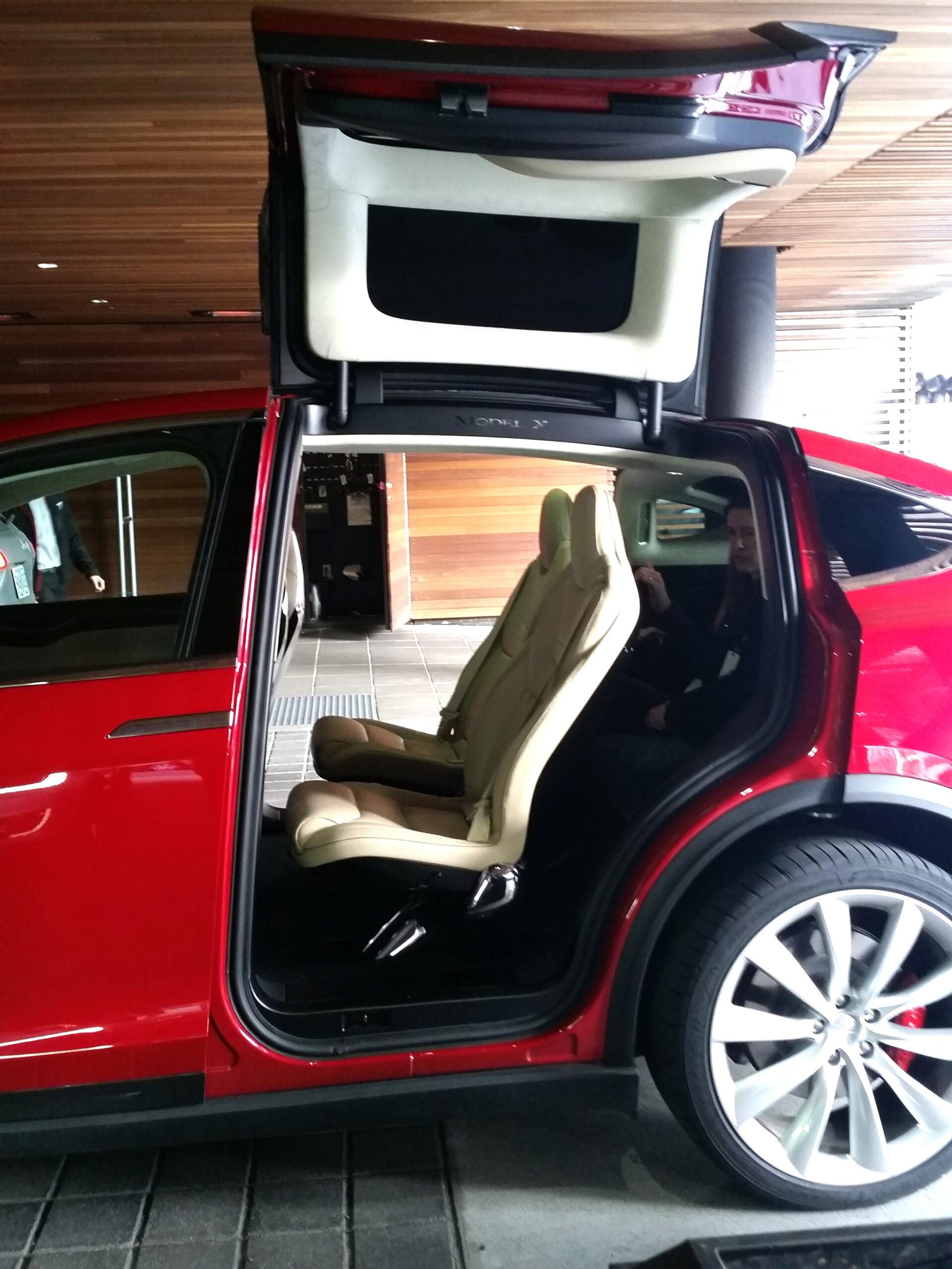 Tesla Model X P90D Falcon Wing Door