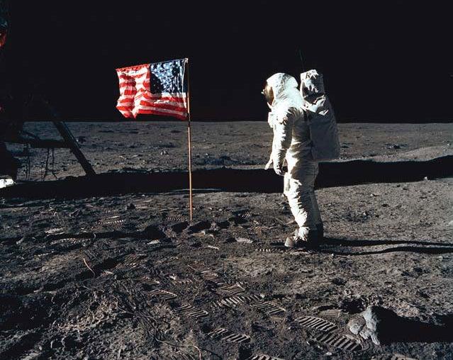Could the Hubble Space Telescope Photograph Lunar Footprints?