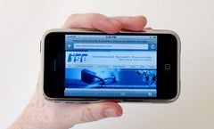 Security Experts Hack iPhone