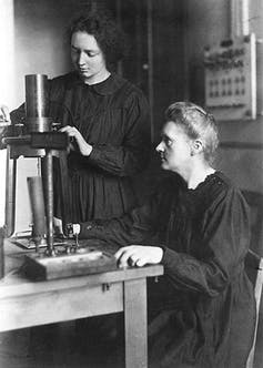 marie curie and her daughter work in a lab