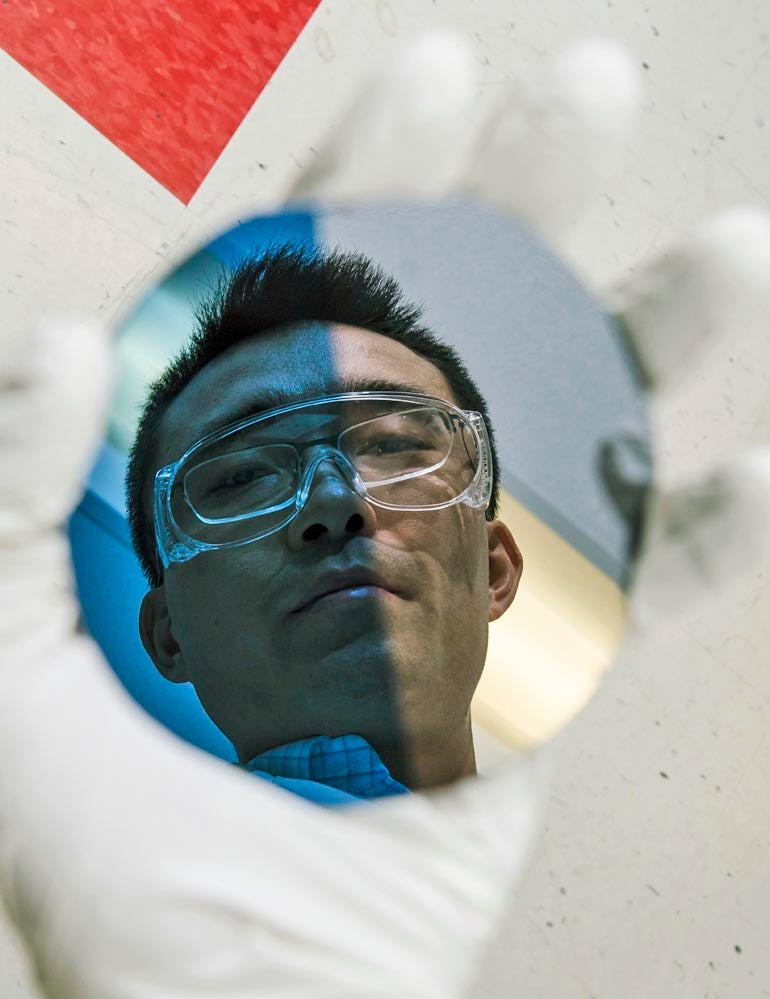 Solar-Powered Membrane Separates Water Into Hydrogen and Oxygen Without Exploding