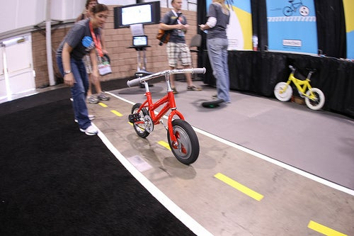 Video: Internal Gyroscope Is the Future of Training Wheels
