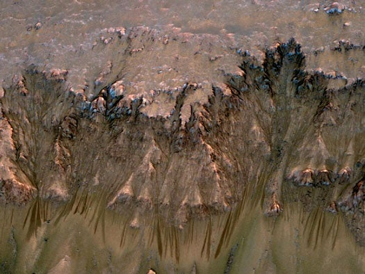 Markings Point to the Existence of Liquid Water on the Martian Surface Today
