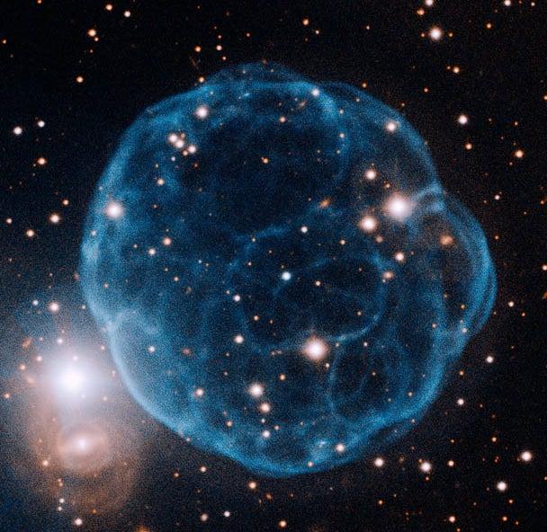 Amateur Astronomer Discovers Blue-Raspberry-Shaped Planetary Nebula