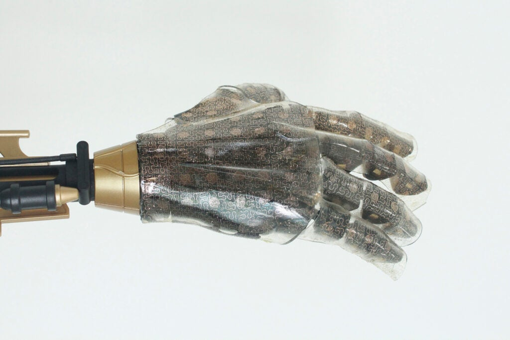 prosthetic hand wears artificial skin