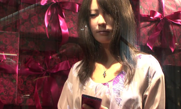 Video: PopSci's Favorite Japanese Fembot Gets a Modeling Job at the Mall
