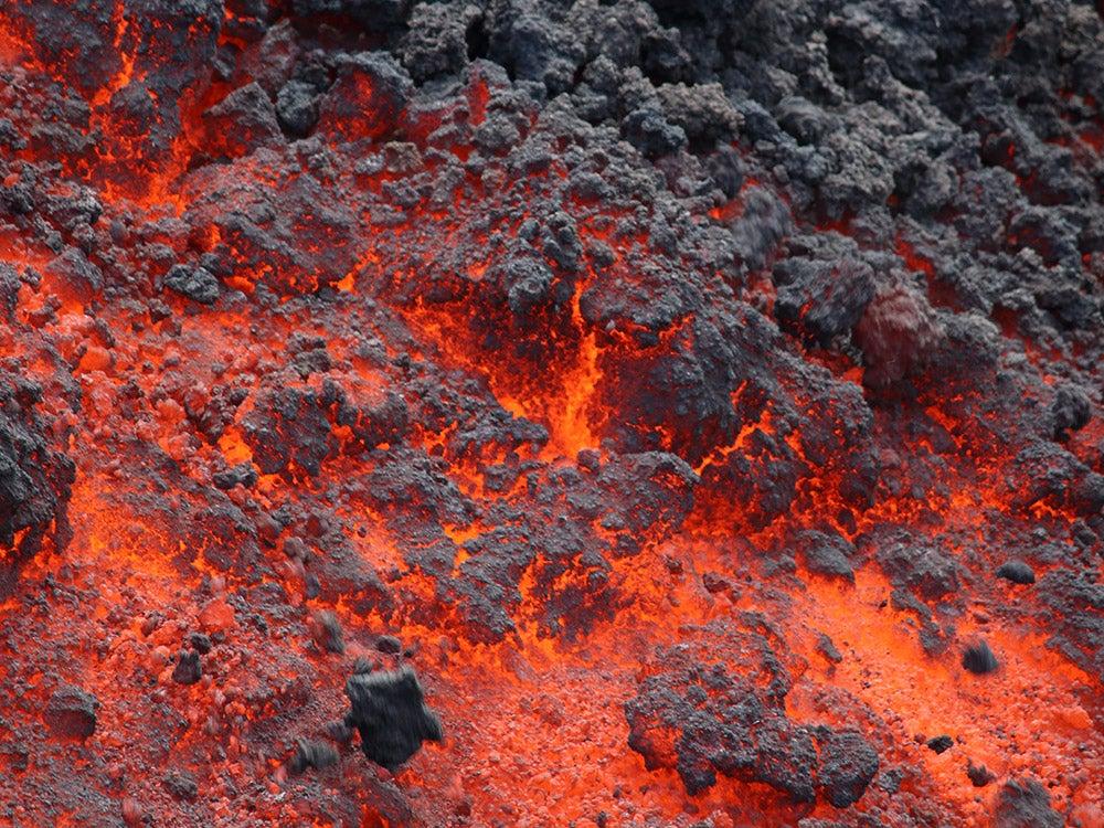 Brittle clinker lava