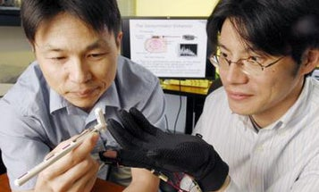 Tactile Glove Uses Small Vibrations to Improve the Wearer's Sense of Touch