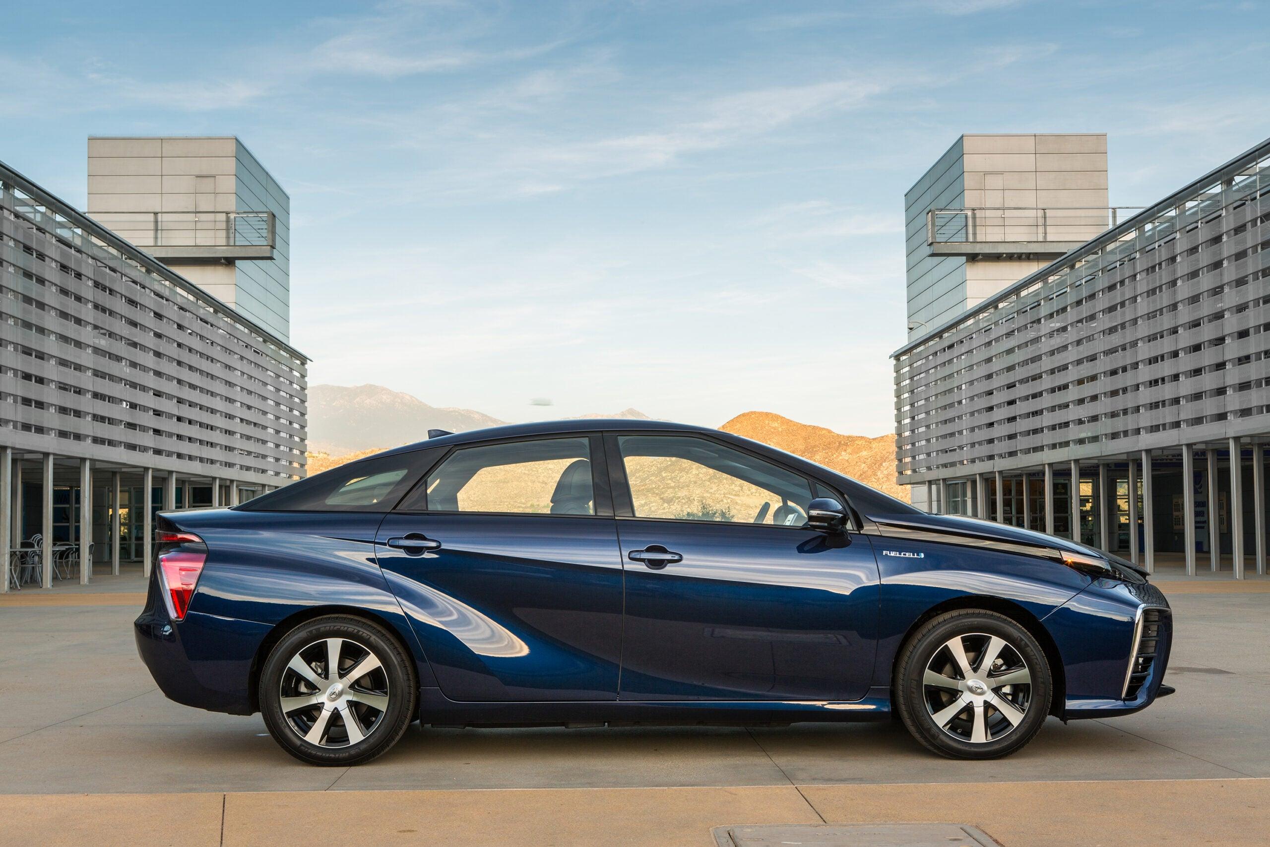 Toyota Mirai Has Longest Range Of Any Zero-Emissions Vehicle