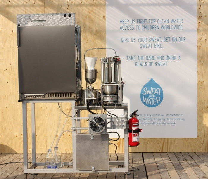 Machine Squeezes Drinking Water From Your Sweaty T-Shirt