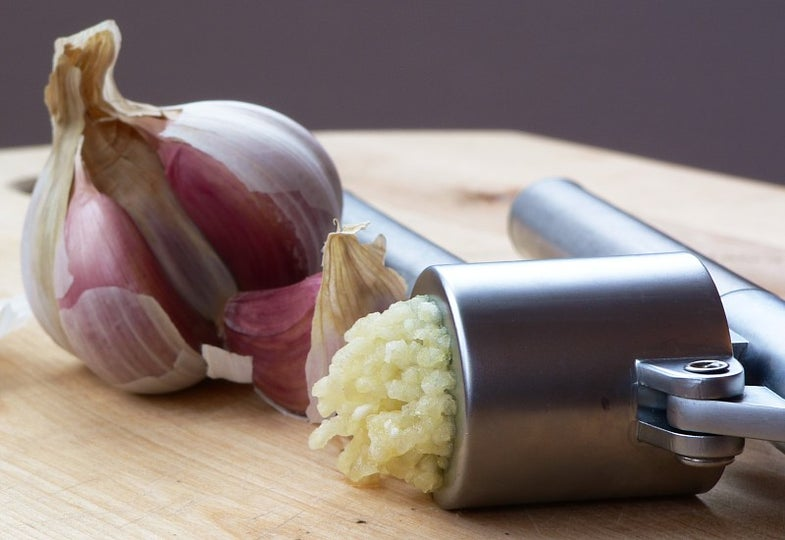 Garlic Lovers Rejoice, Hot Lettuce Is Here To Save Your Breath