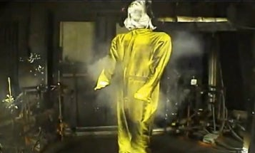Video: Bloodhound Driver's Suit Survives Flamethrower Bombardment, Withstanding 1,800 Degrees