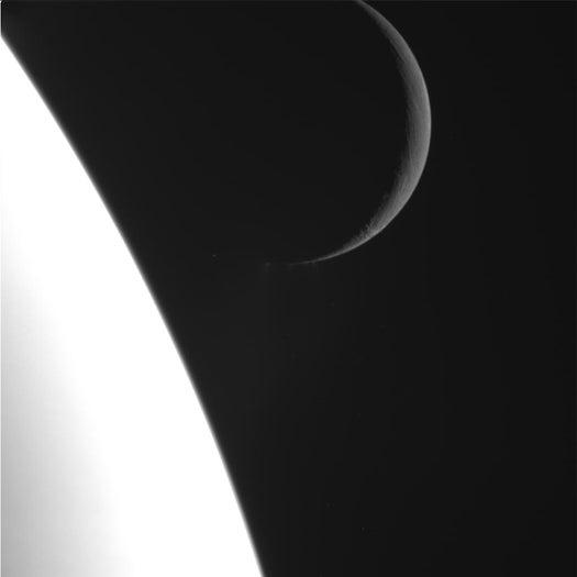 Cassini Spacecraft Snaps Highest-Res Images of Saturn's Enceladus Moon