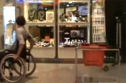 Video: Kinect-Hacked Shopping Cart Automatically Follows Wheelchair-Bound Shoppers Around