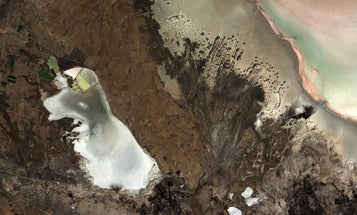 Big Pic: Turkey's Bright White Salt Lakes Spotted From Space