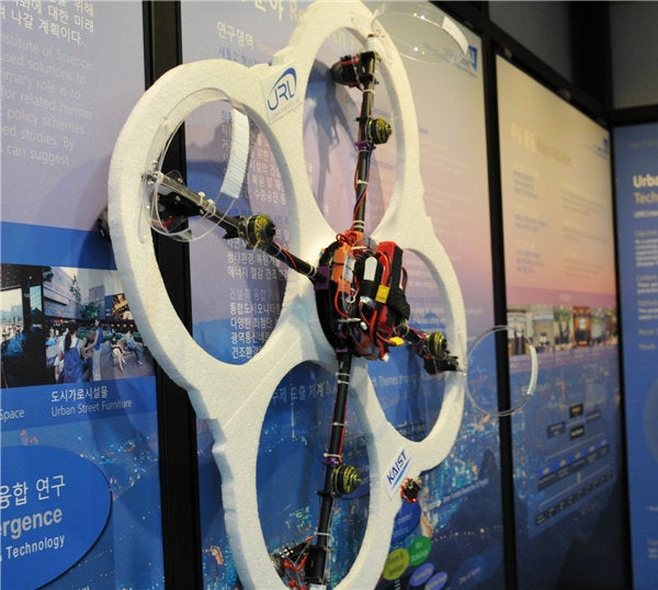 South Korean Team Makes Wall Climbing Flying Rescue Drone