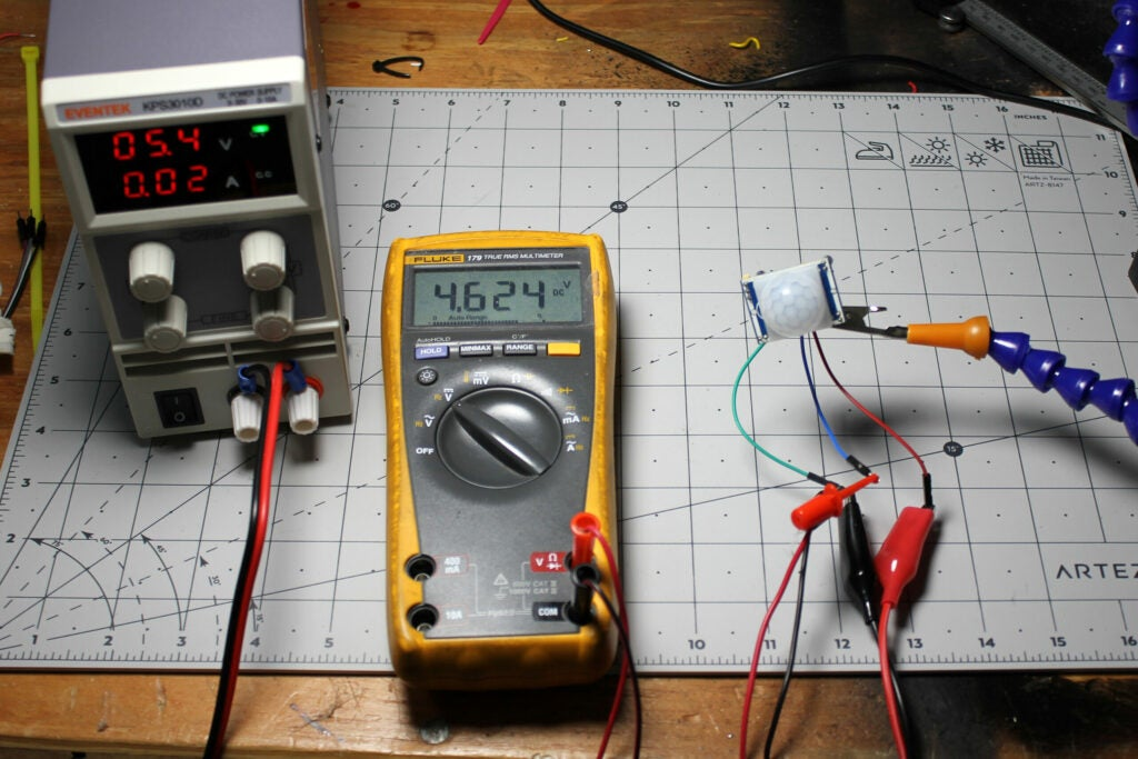 PIR sensor, power supply, voltmeter