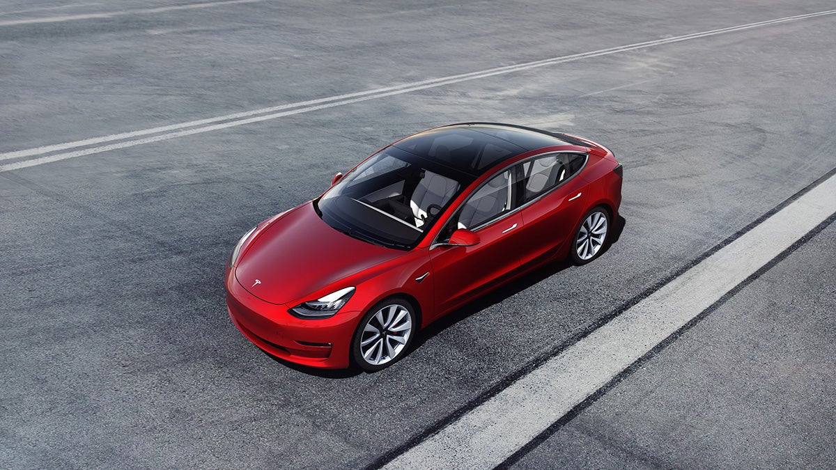 Last week in tech: Autonomous Teslas, laundry-folding robots, and a fast Nike shoe