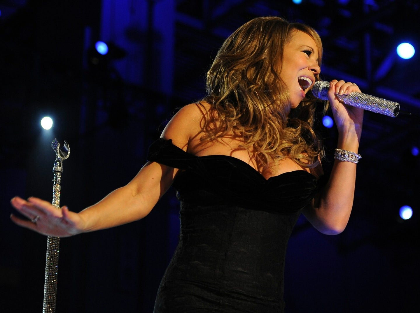 Sorry, even Mariah Carey can't twist bottle caps off with her voice