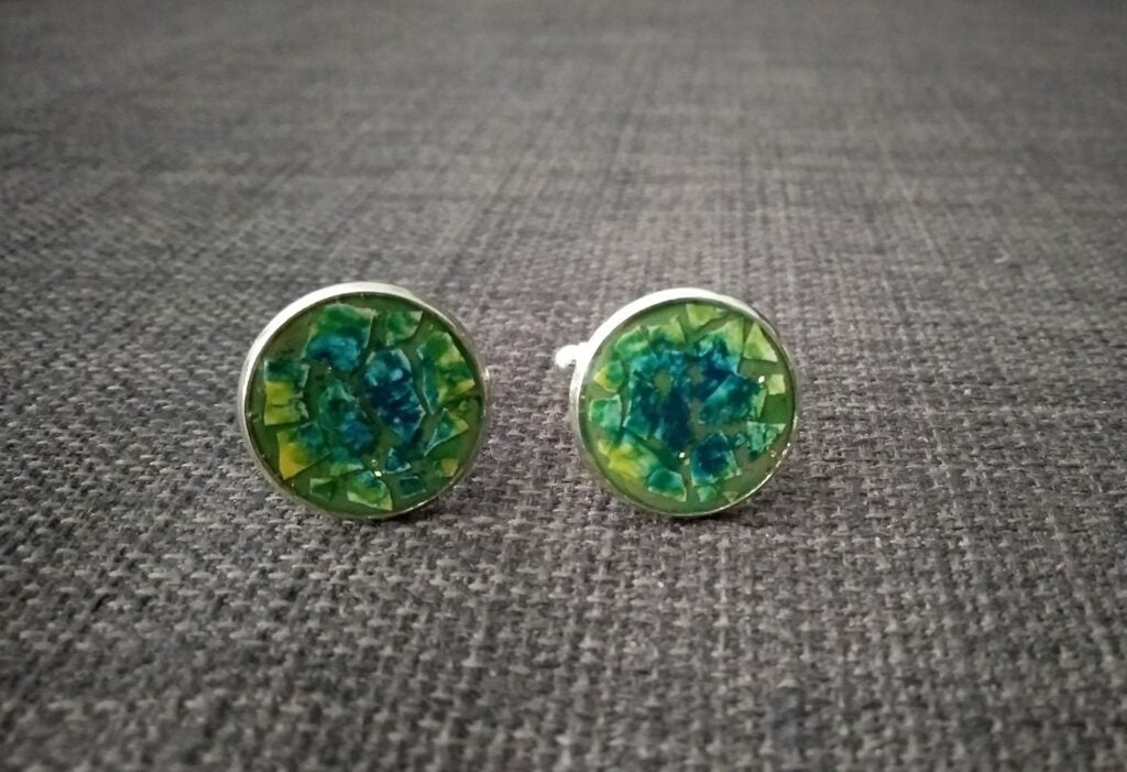 resin cufflinks with eggshells