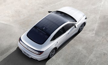 Does Hyundai's rooftop solar panel change the fuel-economy equation?