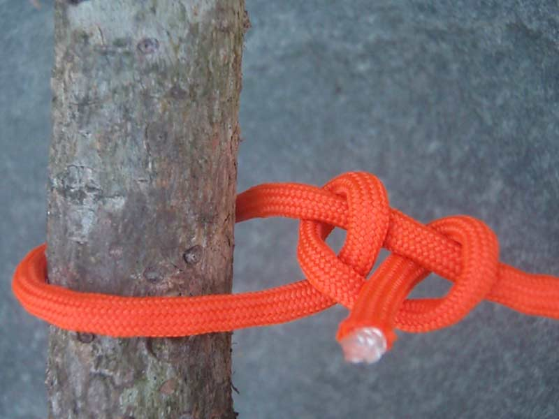 half hitch knot ties with orange paracord