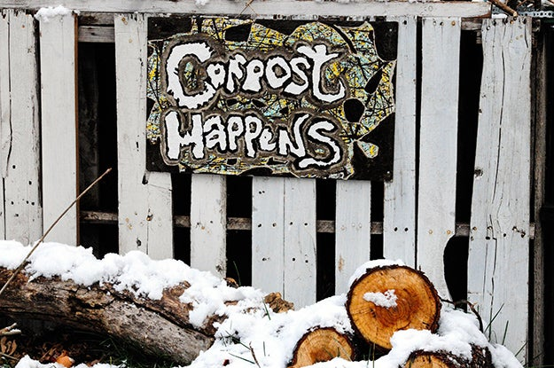 Kitchen compost bins to limit your contributions to landfills
