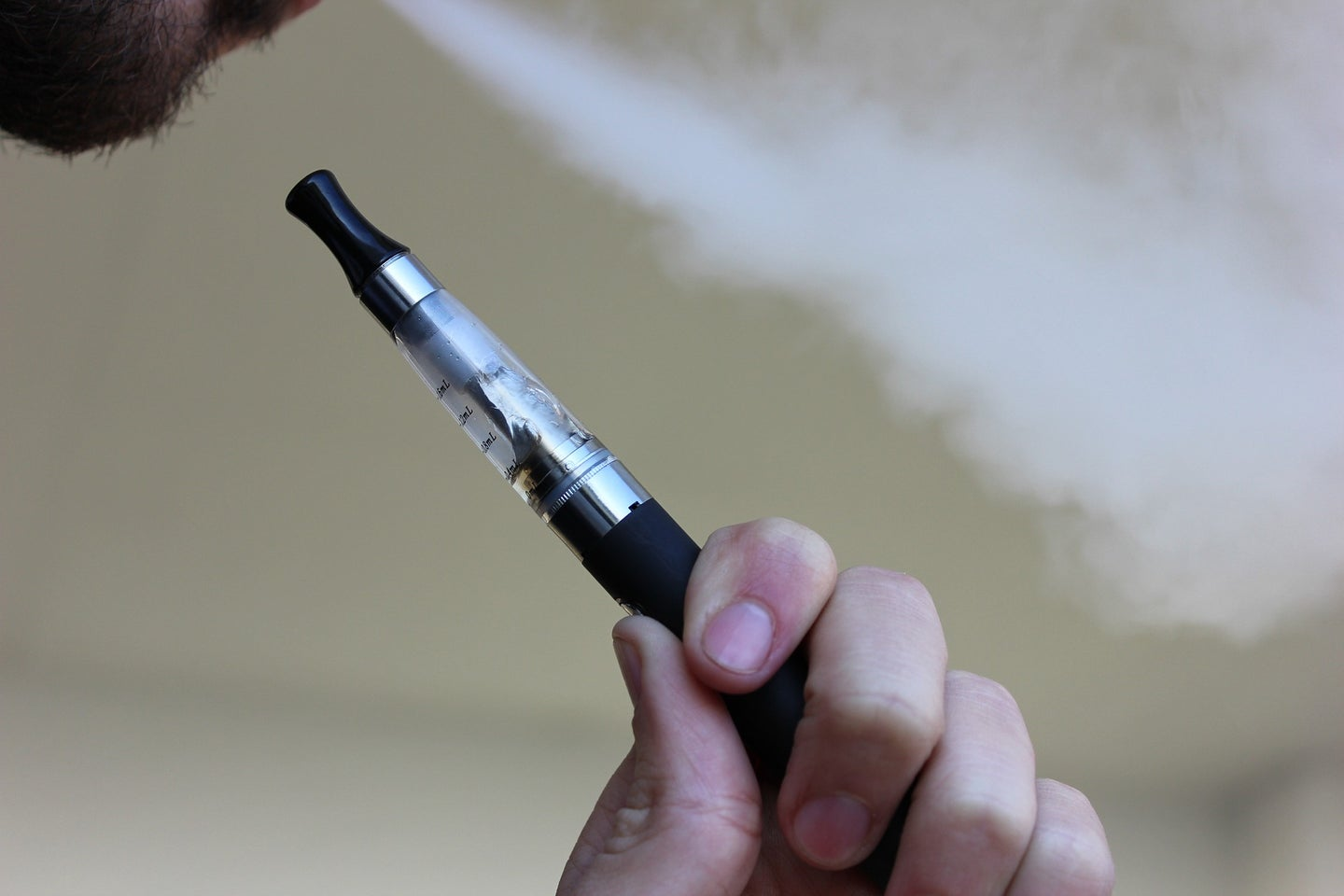 With three dead and hundreds sick, the CDC just issued a warning against all vaping