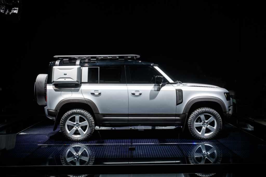 Land Rover defedner Side
