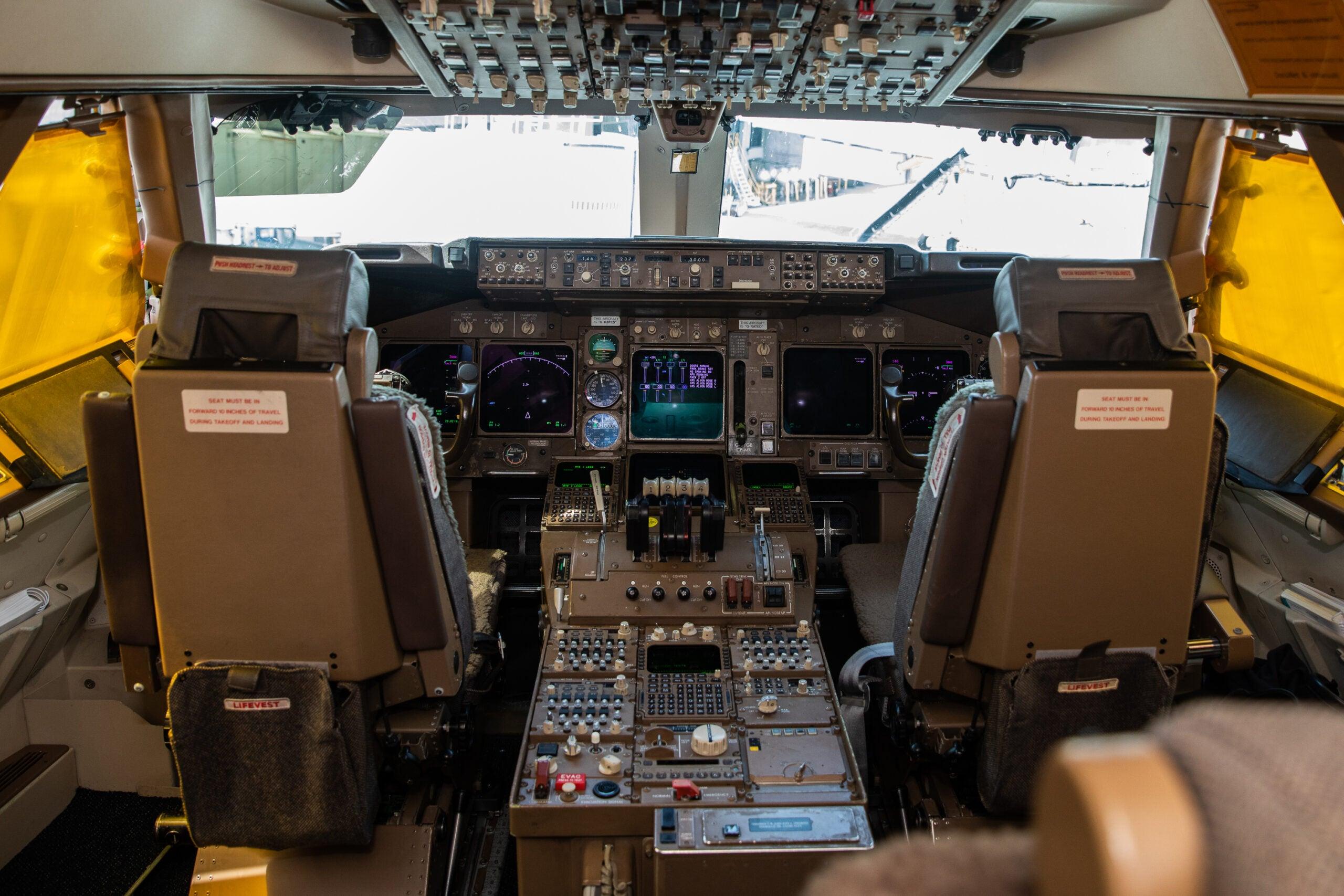 The flight deck of a British Airways 747-400